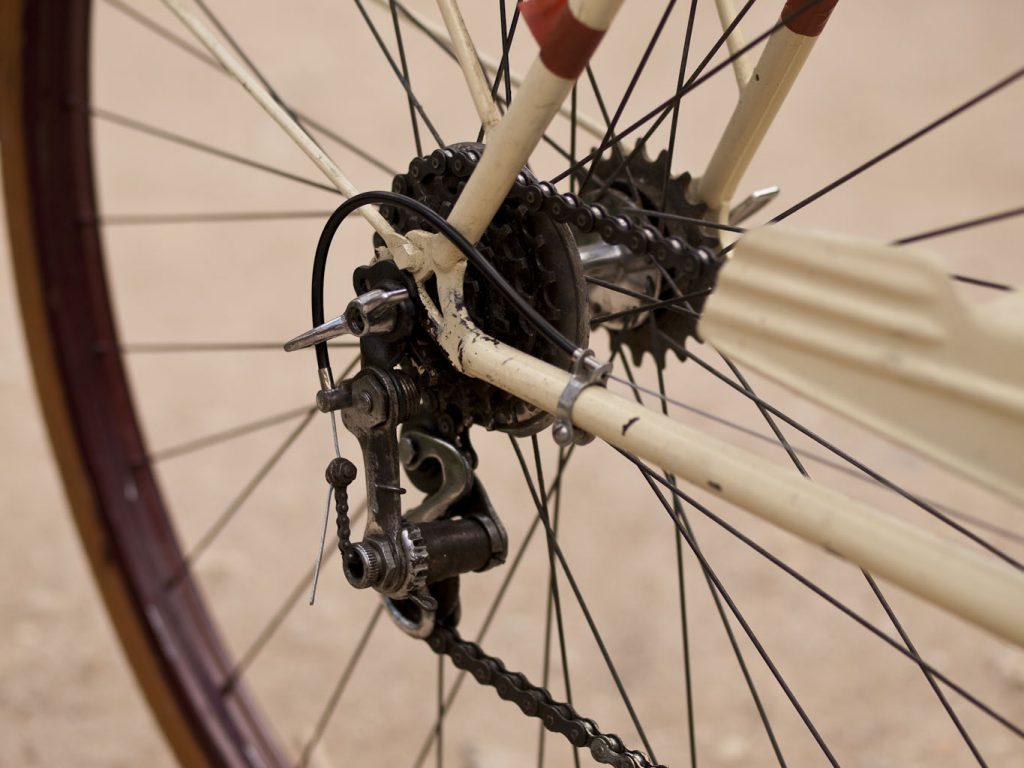 BH años 50 beige Los Martínez Banco de bicis Alquiler y venta de bicicletas especiales para ocasiones especiales.