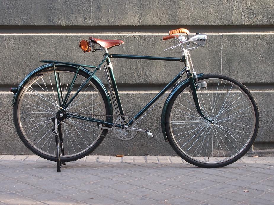 Los Martínez Banco de bicis Alquiler de bicicletas especiales para ocasiones especiales