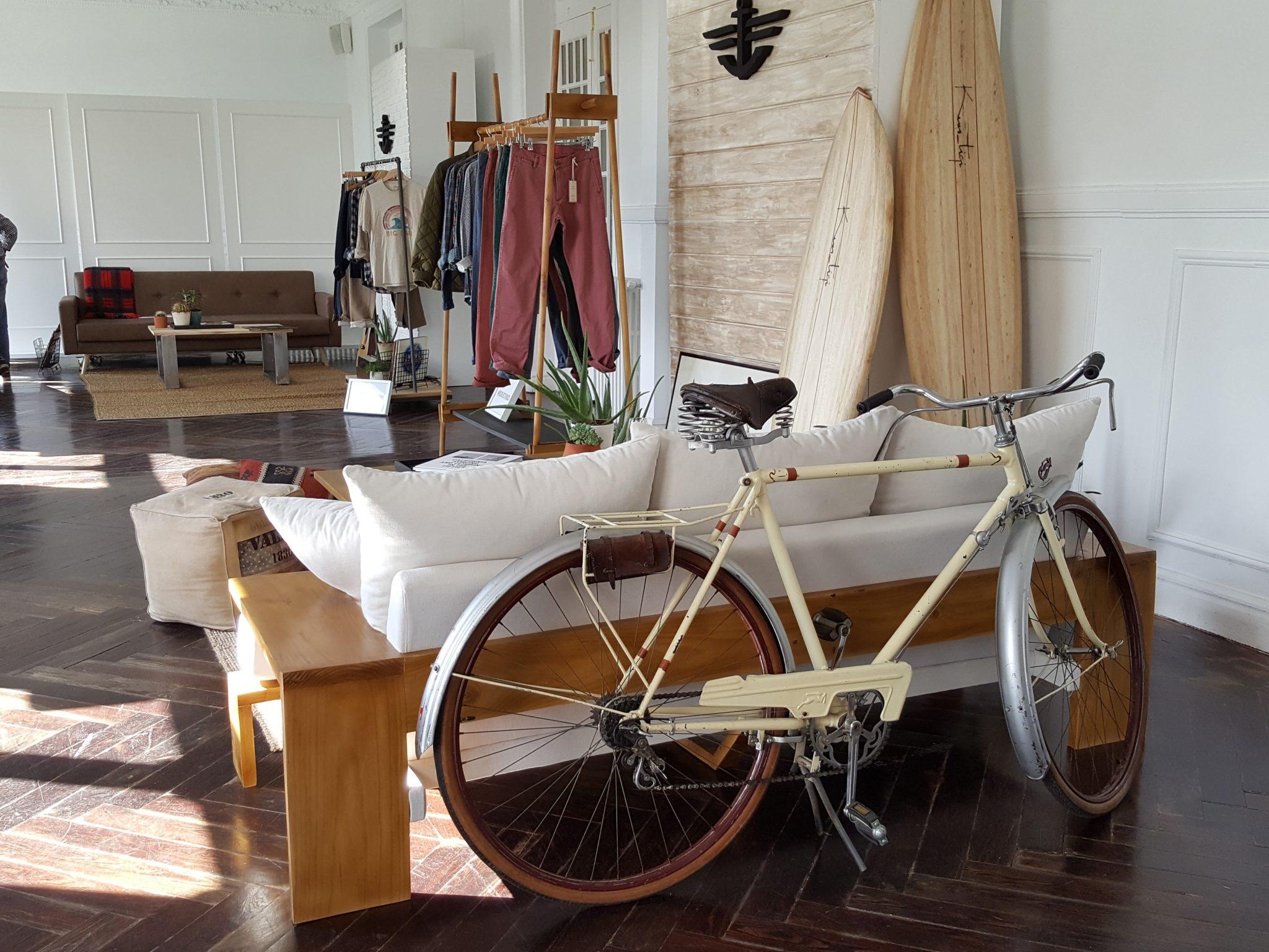 Los Martínez Banco de bicis Alquiler bicicletas Dockers moda presentación evento
