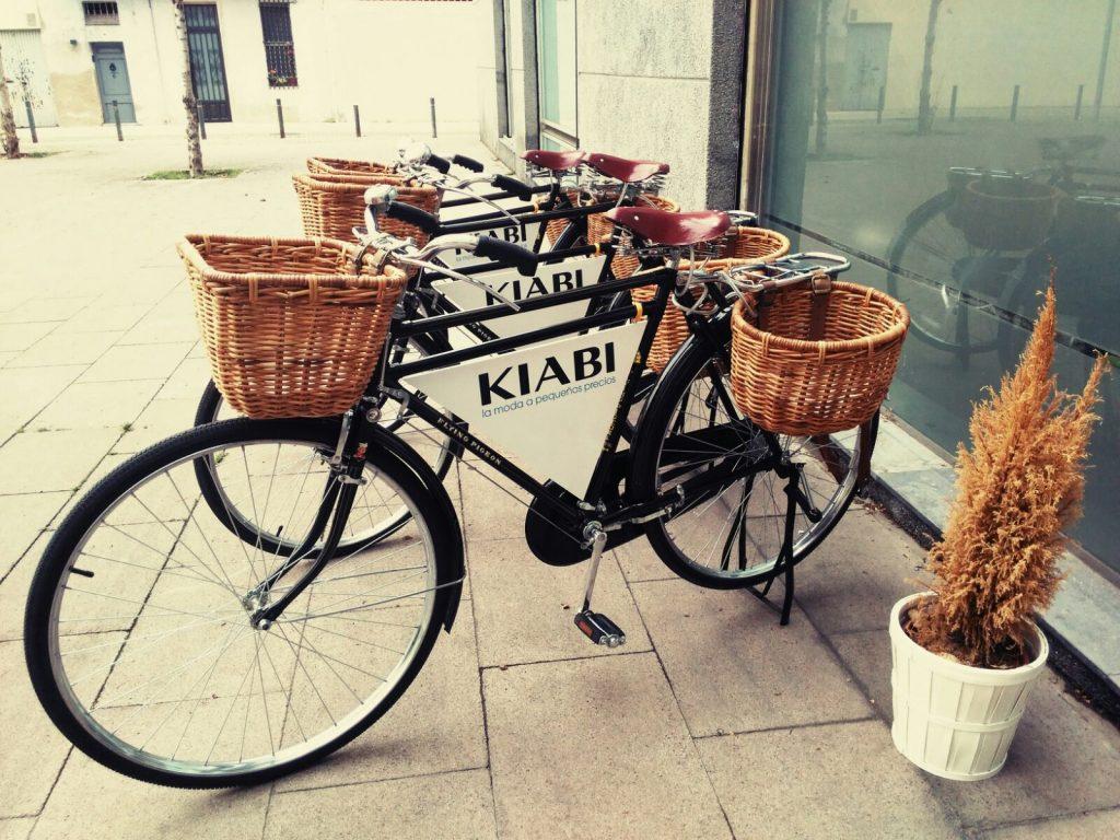 Los Martínez Banco de bicis Alquiler bicicletas Barcelona Kiabi