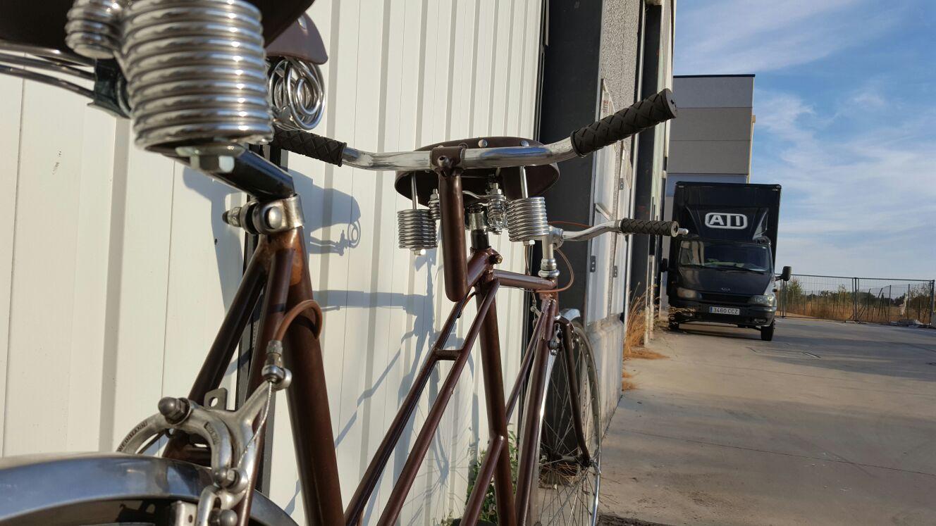 Los Martínez Banco de bicis Alquiler bicicletas bicitaxi tandem custom vintage