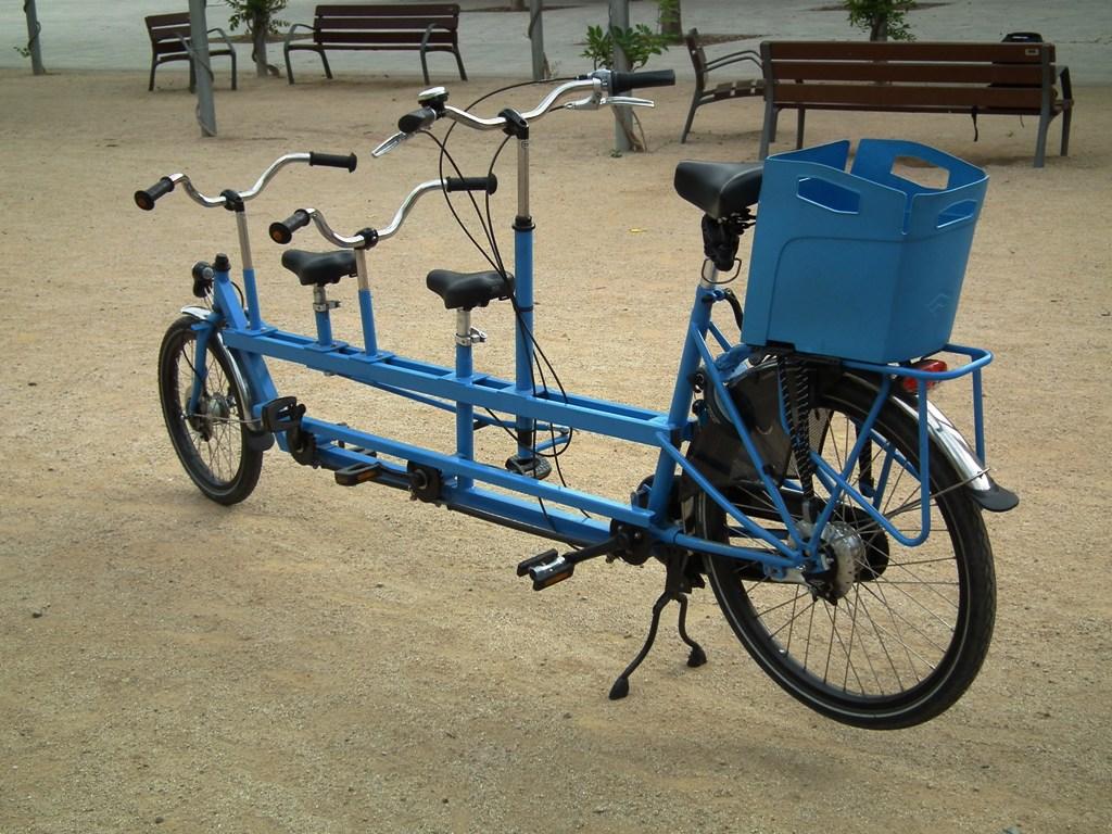 Los Martínez Banco de bicis Alquiler bicicletas Tandem para tres