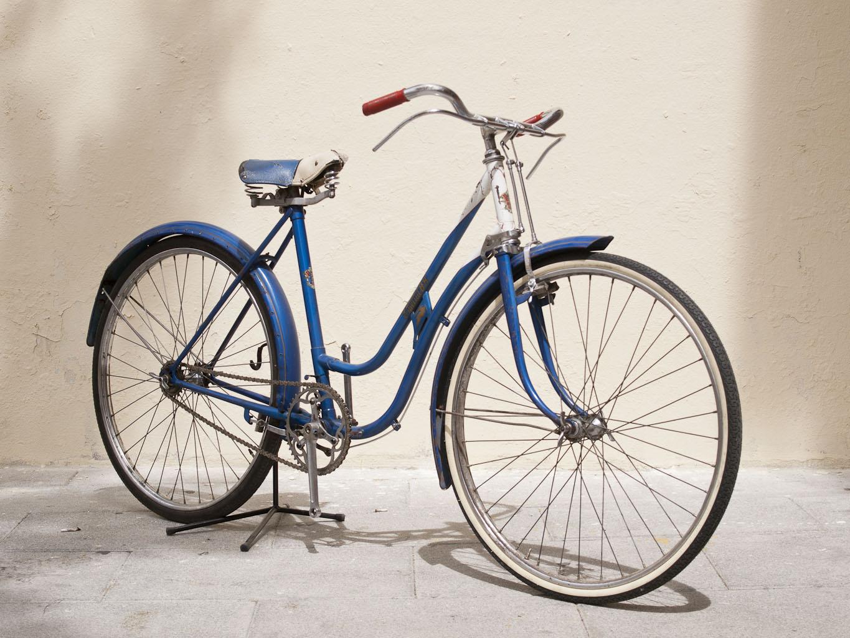 Los Martínez Banco de bicis Alquiler bicicletas BH 60 azul angel fixi