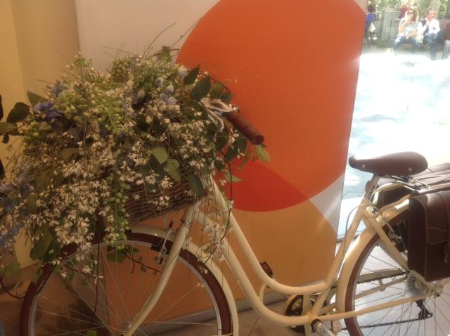 Los Martínez Banco de bicis Alquiler bicicletas Swatch Barcelona