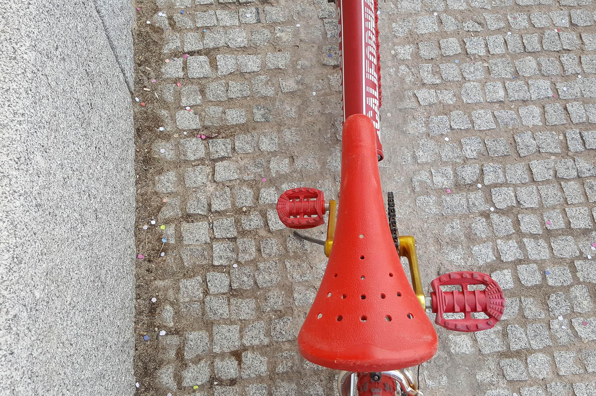 BMX custom plata roja dorada Los Martinez Banco de bicis