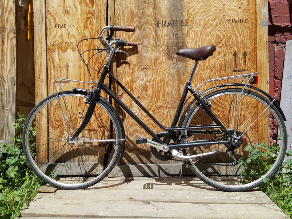 Los Martínez Banco de bicis Alquiler bicicletas Alpina Rondine negra