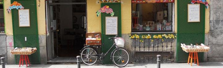 Los Martínez Banco de bicis Alquiler bicicletas librería Malasaña escaparate publicidad