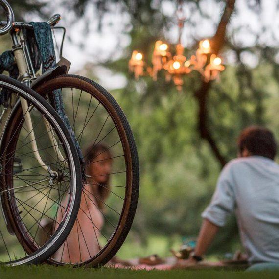 pedida-de-mano Los Martínez Banco de bicis alquiler de bicicletas wedding planner