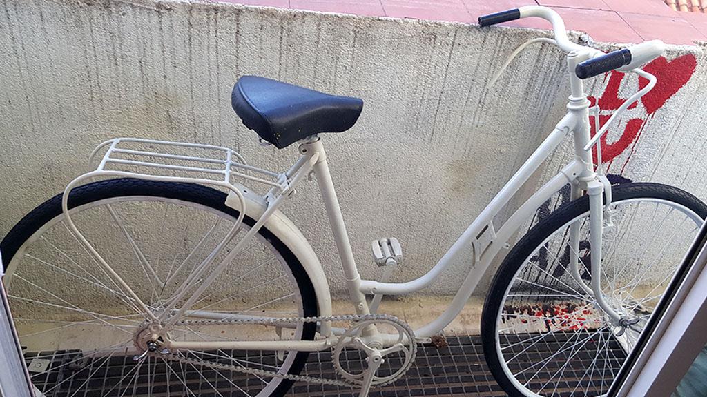 Los Martínez Banco de bicis BH años 60 blanca boda