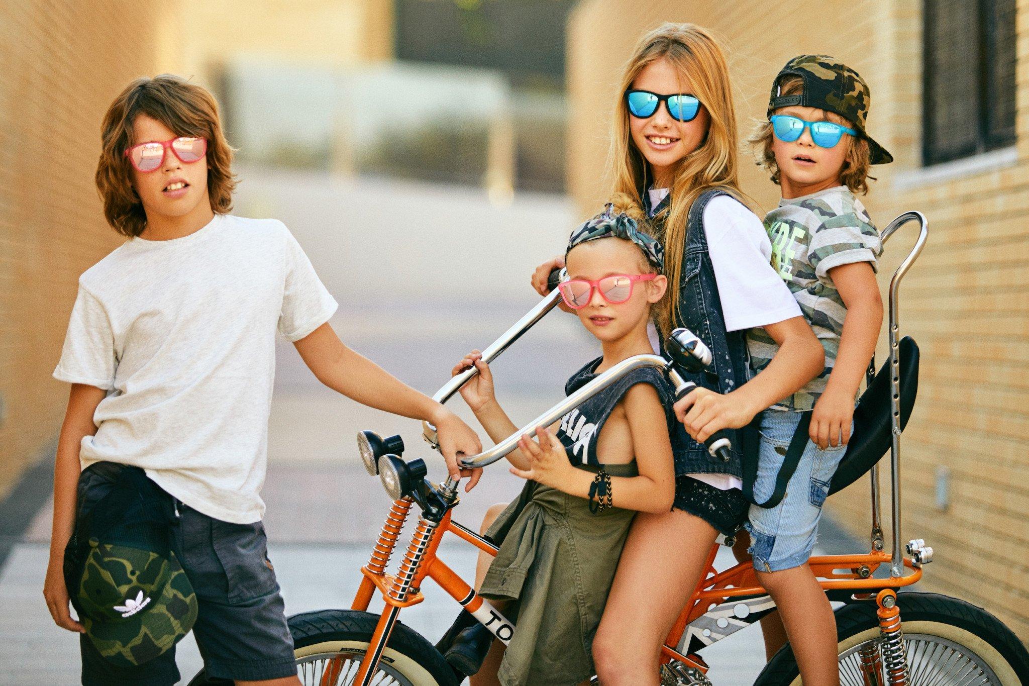 Los Martínez Banco de bicis alquiler de bicicletas especiales Torrot custom gafas niños Clandestine